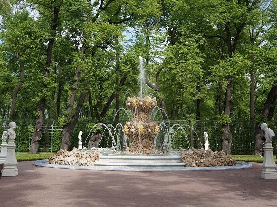 Картинки по запросу коронный фонтан в летнем саду